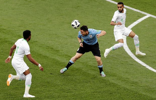 Uruguay's Cristian Rodriguez, center, goes for a header during the group A match between Uruguay and Saudi Arabia at the 2018 soccer World Cup in Rostov Arena in Rostov-on-Don, Russia, Wednesday, June 20, 2018. (AP Photo/Themba Hadebe) SLOWA KLUCZOWE: WC2018URY;WC2018SAU