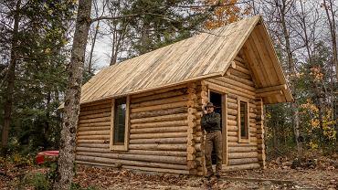 W pół roku zbudował drewniany dom bez użycia ciężkich narzędzi
