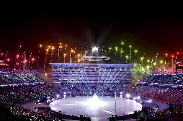 Fireworks are set off during the opening ceremony of the 2018 Winter Olympics in Pyeongchang, South Korea, Friday, Feb. 9, 2018. (Franck Fife/Pool Photo via AP) SLOWA KLUCZOWE: 2018 Pyeongchang Olympic Games;Winter Olympic games;Sports;Events;XXIII Olympiad
