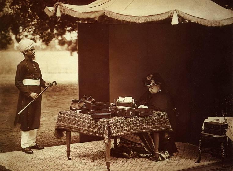 Królowa Victoria i Abdul Karim w 1893 r. (fot. Wikimedia.org / Domena publiczna)