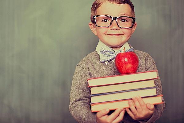"""""""To nie szkoła, lecz rodzina tworzy naprawdę wybitne jednostki"""". Jak nie wychować geniusza - poradnik dla rodziców"""