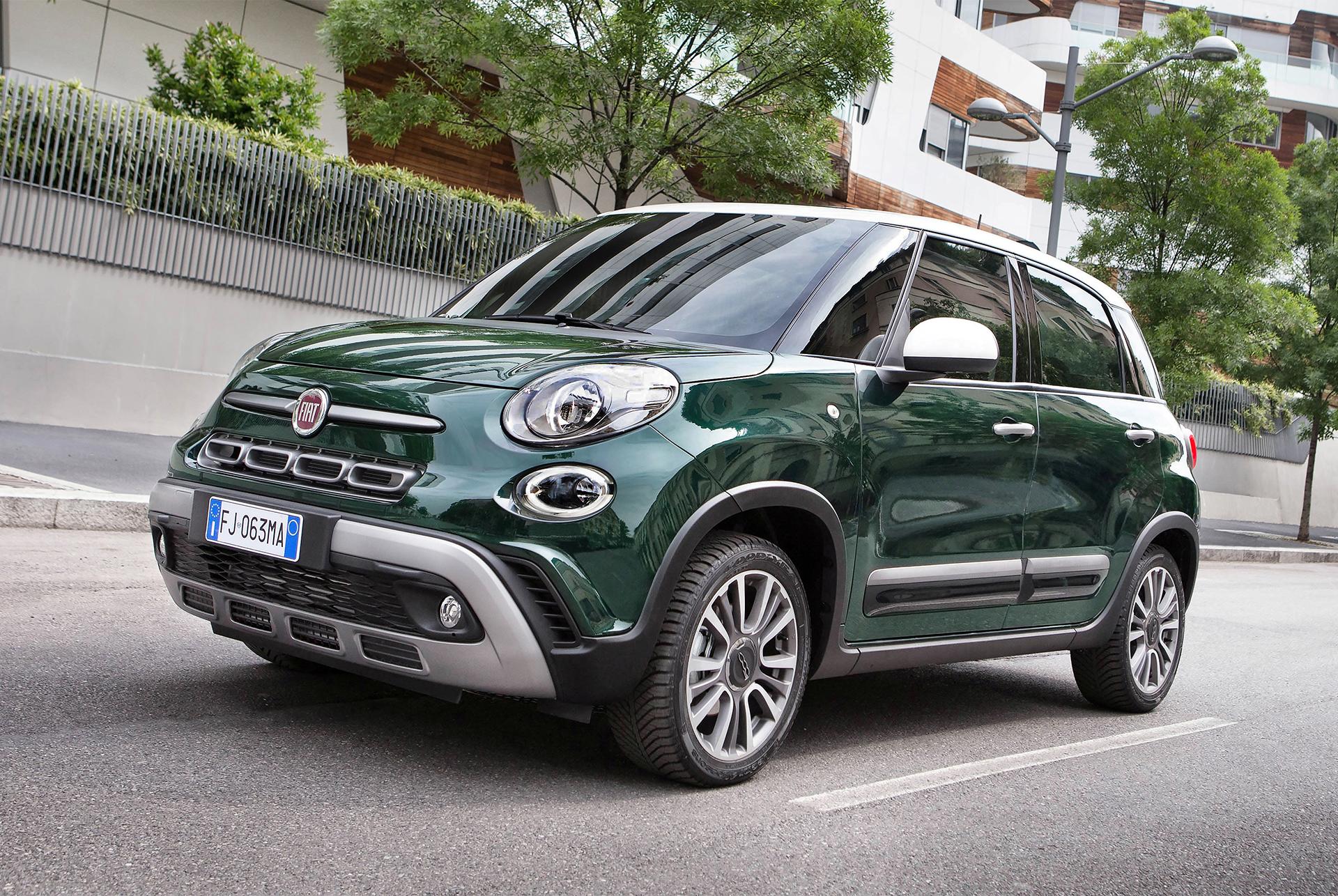 """W 2012 r. Włosi wyszli naprzeciw wszystkim, którzy poszukują stylowego auta, ale potrzebują czegoś więcej. Z długością przekraczającą 4,2 m Fiat 500L to praktyczny i pakowny minivan. Po prostu """"Pięćsetka"""" idealna dla rodziny. Fot. Materiały Partnera"""