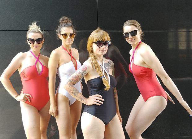 Od lewej: Sylwia, Malwina, Kamila i Ola w kostiumach Brigitte od Mission Swim