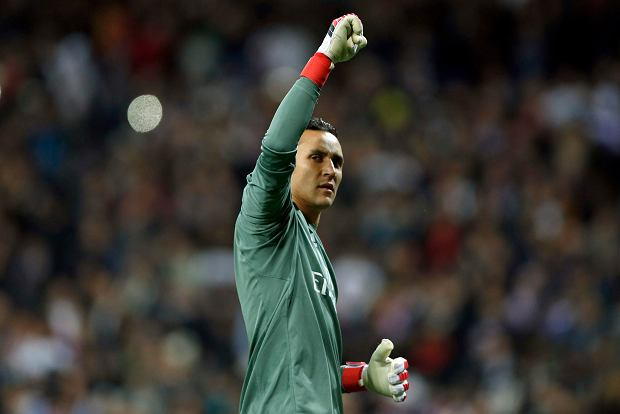Real Madrid goalkeeper Keylor Navas acknowledges the crowd at the end of the Champions League Round of 16 first leg soccer match between Real Madrid and Paris Saint Germain at the Santiago Bernabeu stadium in Madrid, Spain, Wednesday, Feb. 14, 2018. Real Madrid defeated PSG 3-1.(AP Photo/Francisco Seco)