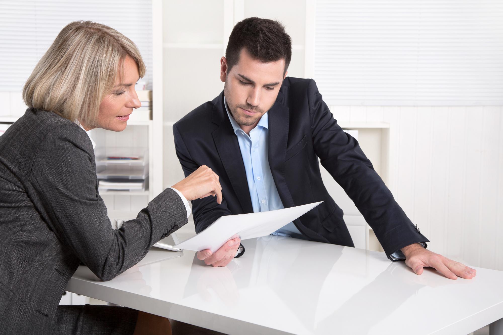 Tylko 29 proc. mężczyzn gotowych jest konsultować się z doradcą w banku w sprawie inwestycji, za to kobiet, które chętnie skorzystają z takiej porady jest 36 proc.(fot. shutterstock.com)
