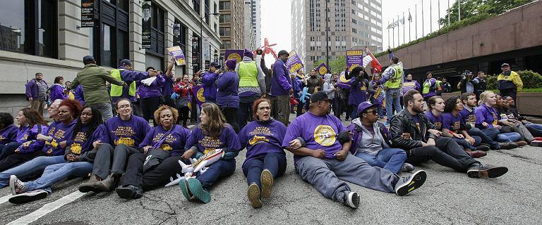 Pracownicy linii United Airlines mają dość. Wyszli na ulice, by walczyć o lepsze jutro