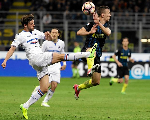 Sampdoria's Bartosz Bereszynski, left, and Inter Milan's Ivan Perisic vie for the ball during a Serie A soccer match at the San Siro stadium in Milan, Italy, Monday, April 3, 2017. (AP Photo/Antonio Calanni)