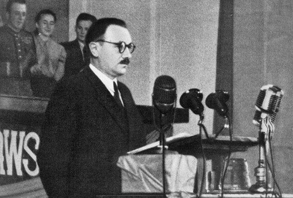 Po nocach ślęczał nad raportami z tortur przeciwników reżimu. Bierut był pierwszym śledczym Polski Ludowej