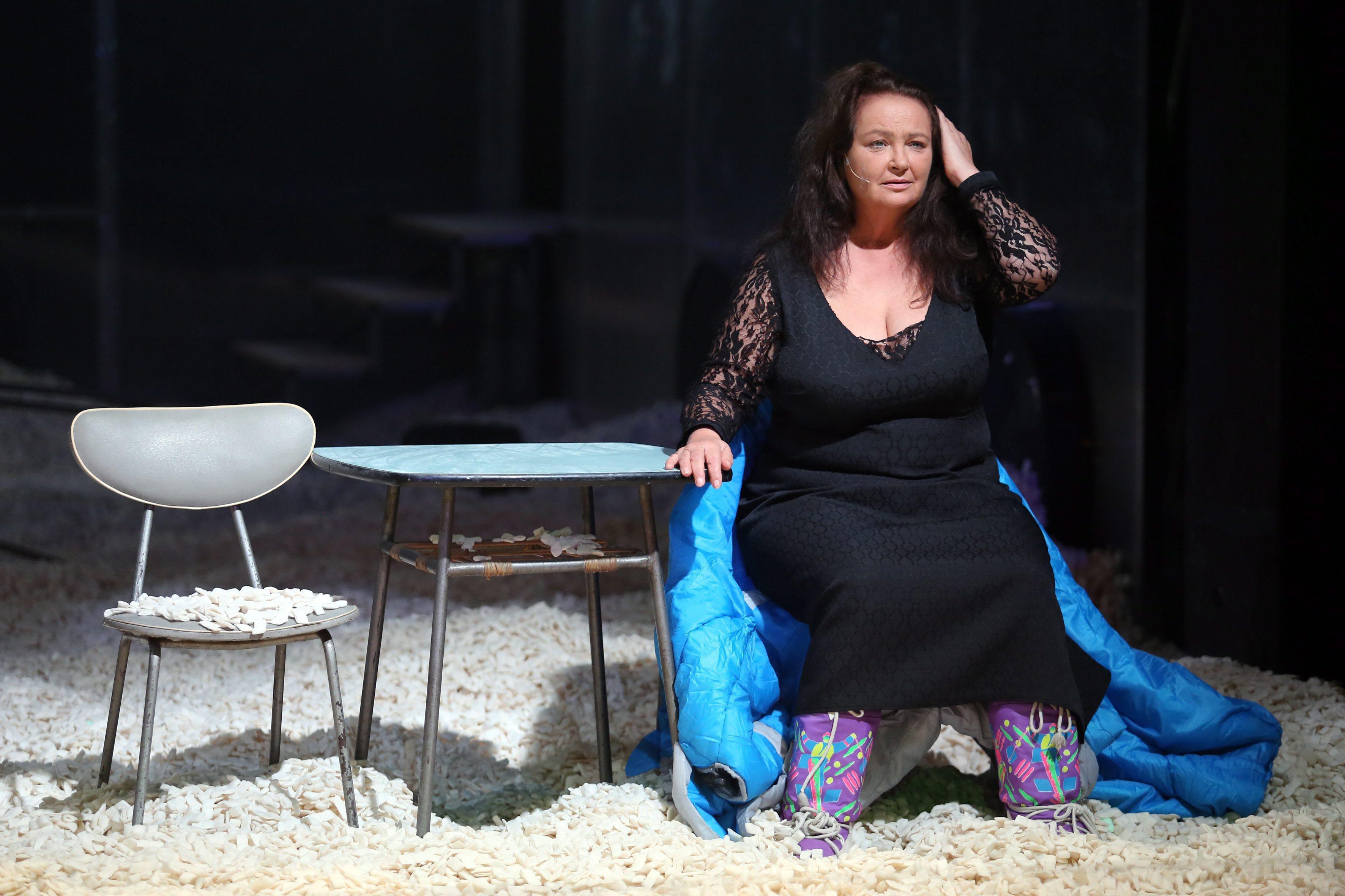 Anna Dymna podczas próby spektaklu 'Stara kobieta wysiaduje' Tadeusza Różewicza w reżyserii Marcina Libery (fot. Mateusz Skwarczek / Agencja Gazeta)