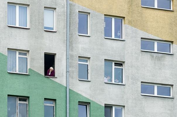 """W Krakowie w blokach żyje prawie połowa mieszkańców. """"Nie pasują do turystycznego wizerunku miasta"""""""