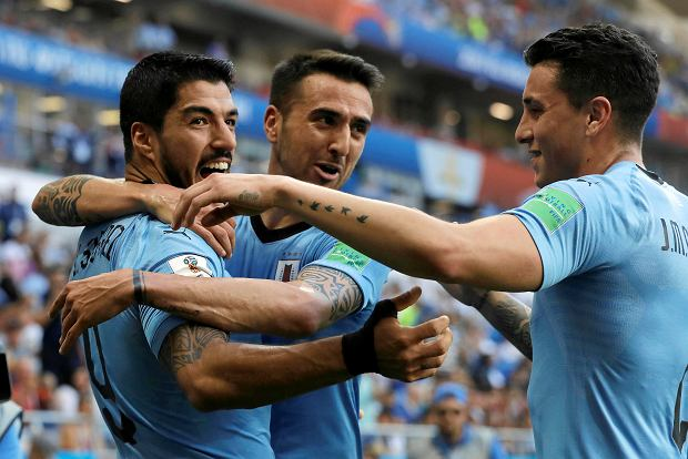 Uruguay's Luis Suarez , left, is greeted by teammates after scoring his team's opening goal during the group A match against Saudi Arabia at the 2018 soccer World Cup in Rostov Arena in Rostov-on-Don, Russia, Wednesday, June 20, 2018. (AP Photo/Andrew Medichini) SLOWA KLUCZOWE: WC2018URY;WC2018SAU