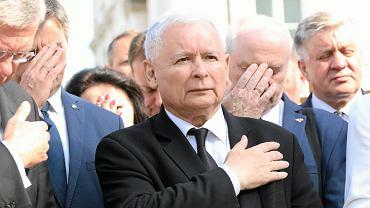 """Sensacyjny sondaż po wymianie premier Szydło na Morawieckiego. PiS rozbiło bank, ale jest jedno """"ale""""..."""