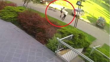 Połamane ręce, uraz miednicy. Agresor na rowerze zaatakował w Poznaniu