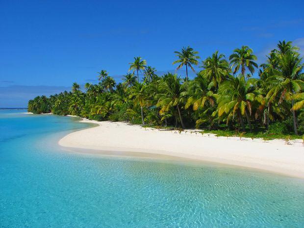 Mała wysepka nazywana One Foot Island w lagunie Aitutaki na Wyspach Cooka