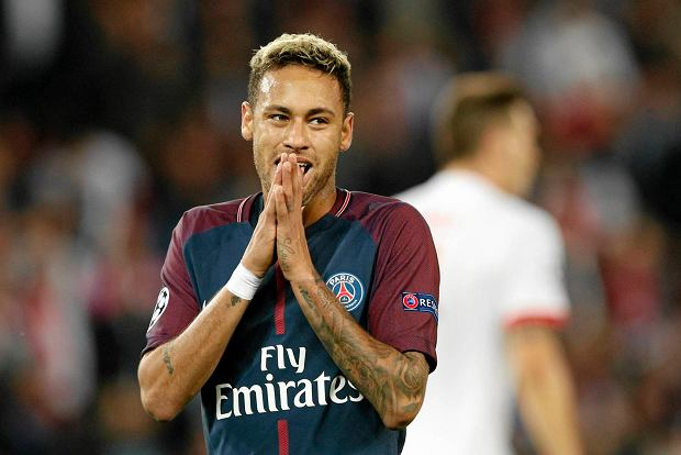 PSG's Neymar reacts after missing an opportunity to score during a Champions League Group B soccer match between Paris Saint-Germain and Bayern Munich at the Parc des Princes stadium in Paris, France, Wednesday, Sept. 27, 2017. (AP Photo/Christophe Ena) SLOWA KLUCZOWE: XCHAMPIONSLEAGUEX