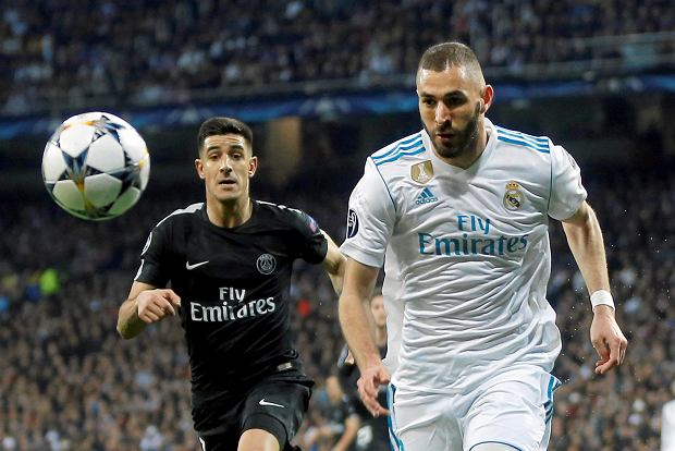 Real Madrid's Karim Benzema, right, races with PSG's Yuri Berchiche during a Champions League Round of 16 first leg soccer match between Real Madrid and Paris Saint Germain at the Santiago Bernabeu stadium in Madrid, Spain, Wednesday, Feb. 14, 2018. (AP Photo/Francisco Seco)