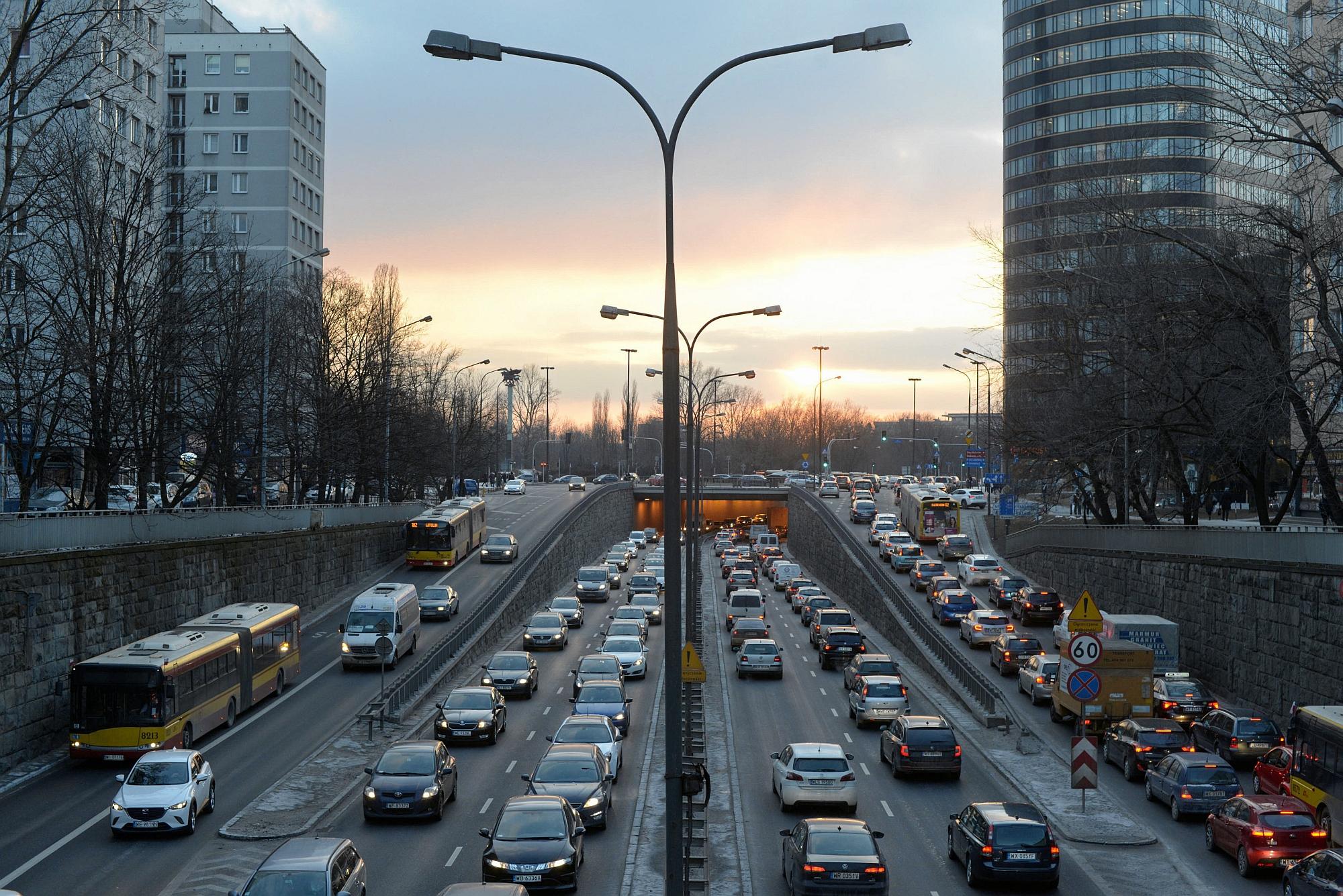 Warszawa. Korek w godzinach szczytu (fot. Maciek Jaźwiecki / Agencja Gazeta)