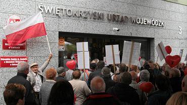 """Pacjenci protestują w obronie kliniki serca. Zostali """"puczystami"""""""