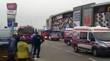 Atak nożownika w Stalowej Woli. W galerii handlowej ranił ludzi. Jedna osoba nie żyje