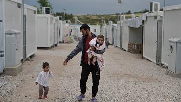 To z tych obozów imigranci mieliby trafić do Polski. Kilkuletnie dzieci i niemowlaki żyją w namiotach