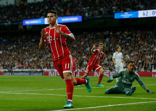 Bayern's James, left, celebrates after scoring his side's second goal during the Champions League semifinal second leg soccer match between Real Madrid and FC Bayern Munich at the Santiago Bernabeu stadium in Madrid, Spain, Tuesday, May 1, 2018. (AP Photo/Paul White) SLOWA KLUCZOWE: XCHAMPIONSLEAGUEX