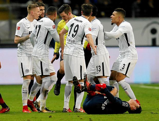Frankfurt players have an argument with the referee during a German first division Bundesliga soccer match between Eintracht Frankfurt and Bayern Munich in Frankfurt, Germany, Saturday, Dec. 9, 2017. (AP Photo/Michael Probst)