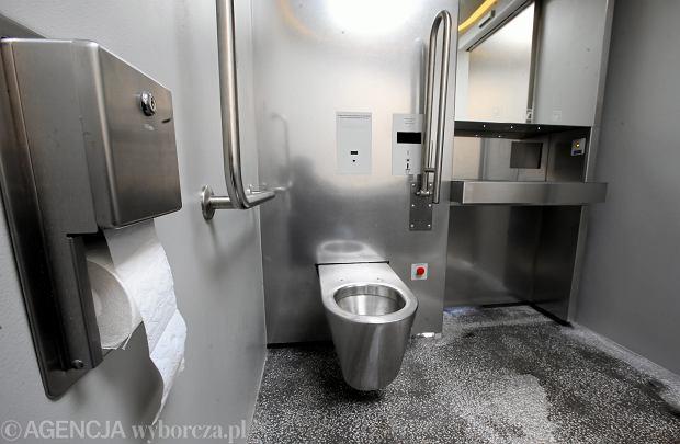 08.04.2017 Warszawa . Automatyczna toaleta przy Agrykoli . Wnetrze . Fot. Kuba Atys / Agencja Gazeta