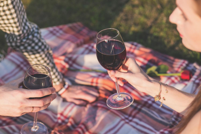 Wątroba może rozłożyć mniej więcej jedną jednostkę alkoholu (ok 125 ml wina) w godzinę (fot. freestocks.org/pexels.com)