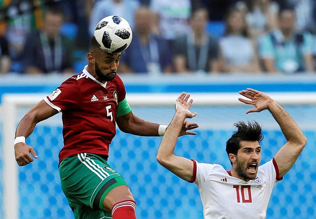 Morocco's Mehdi Benatia, left, and Iran's Karim Ansarifard, right, compete for the ball during the group B match between Morocco and Iran at the 2018 soccer World Cup in the St. Petersburg Stadium in St. Petersburg, Russia, Friday, June 15, 2018. (AP Photo/Themba Hadebe) SLOWA KLUCZOWE: WC2018MAR;WC2018IRN
