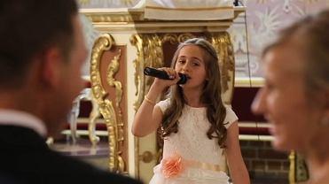 Ślub w Czersku zobaczyło ponad 6 milionów osób. Wszytko przez tę dziewczynkę