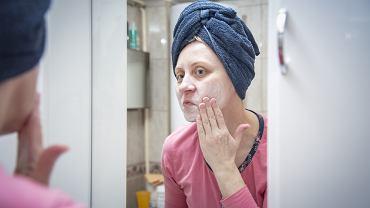 Jak długo stosować kosmetyki, by mieć pewność, że działają? Konkretna odpowiedź kosmetologa