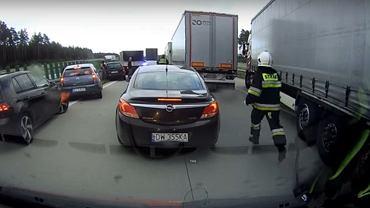 Zginął 39-latek. Strażacy biegli po A4, bo kierowcy blokowali przejazd chcąc popatrzeć
