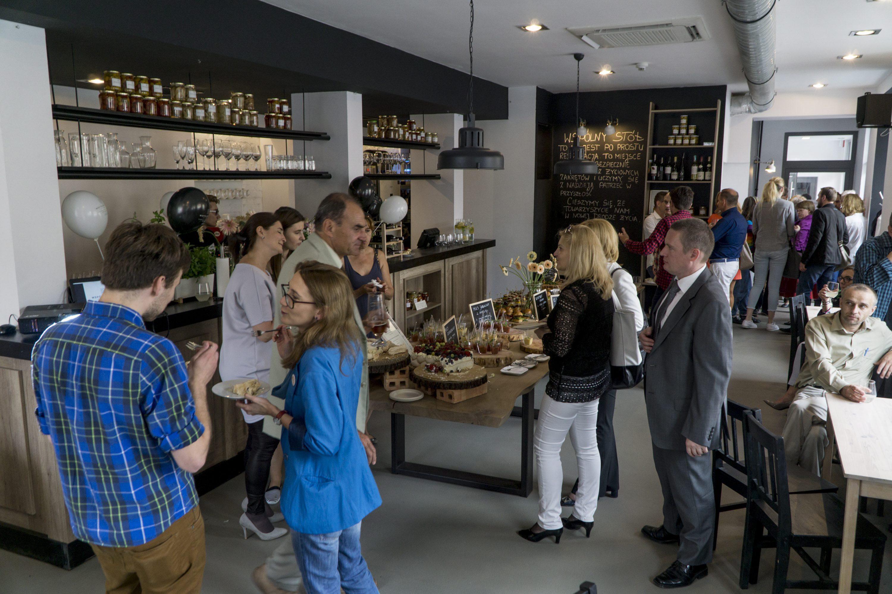 Pierwsze urodziny 'Wspólnego stołu', sierpień 2016 r. (fot. Łukasz Cynalewski / Agencja Gazeta)