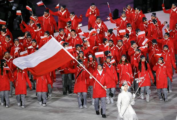 Kequyen Lam carries the flag of Poland during the opening ceremony of the 2018 Winter Olympics in Pyeongchang, South Korea, Friday, Feb. 9, 2018. (AP Photo/Michael Sohn) SLOWA KLUCZOWE: 2018 Pyeongchang Olympic Games;Winter Olympic games;Sports;Events;XXIII Olympiad