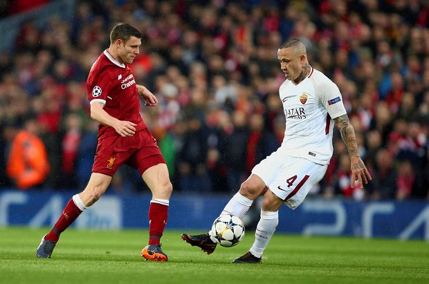 Liverpool's James Milner, left, vies for the ball with Roma's Radja Nainggolan during the Champions League semifinal, first leg, soccer match between Liverpool and AS Roma at Anfield Stadium, Liverpool, England, Tuesday, April 24, 2018. (AP Photo/Dave Thompson) SLOWA KLUCZOWE: XCHAMPIONSLEAGUEX