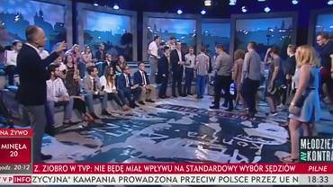 """Goście tłumnie wyszli z TVP Info w trakcie programu. """"Idziemy protestować"""""""