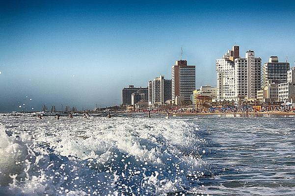 Gdy Jerozolima się modli, Tel Awiw się bawi. Jak powstawało nowoczesne miasto na piasku?