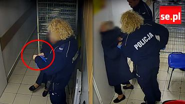Wypłynęło szokujące nagranie. Policjantka zakłada rękawiczki, po chwili zaczyna okładać staruszkę na zapleczu