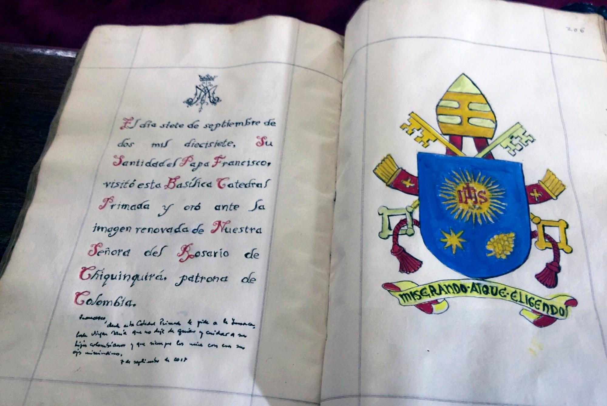 Celibat, jako jedyną formę życia duchownego, ustanowiono w XI w. (fot. Vatican Secretariat for Communications via AP)