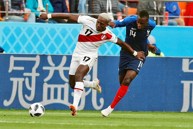 Peru's Luis Advincula, left, is challenged by France's Blaise Matuidi during the group C match between France and Peru at the 2018 soccer World Cup in the Yekaterinburg Arena in Yekaterinburg, Russia, Thursday, June 21, 2018. (AP Photo/Natacha Pisarenko) SLOWA KLUCZOWE: WC2018FRA;WC2018PER