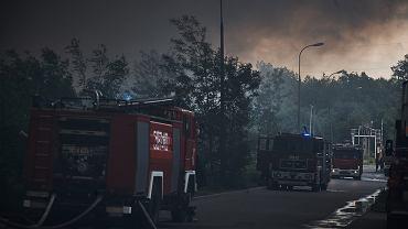 Po potężnym pożarze śmieci w Zgierzu smog spowija kolejne miejscowości. Do akcji wkracza wojsko