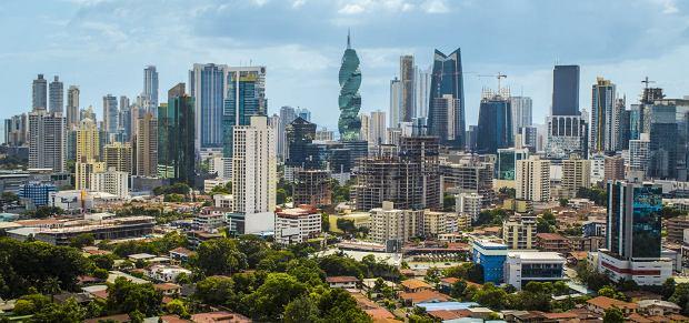 Wieżowce Panamy i charakterystyczny wieżowiec F&F Tower (El Tornillo)