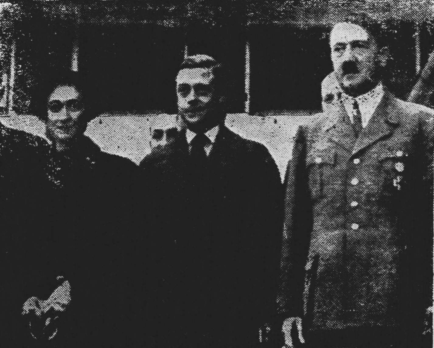 Edward wraz z żoną podczas wizyty u Kanclerza Rzeszy - Adolfa Hitlera - podczas wizyty w jego rezydencji w Berchtesgaden, październik 1937 r. (fot. Wikimedia.org / Domena publiczna)