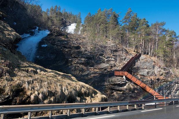 Schody nad wodospad Svandalsfossen