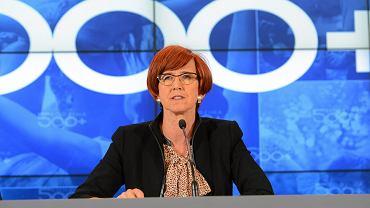 500 plus: 100 tys. kobiet wycofało się z rynku pracy. Ministerstwo Rodziny reaguje na te liczby