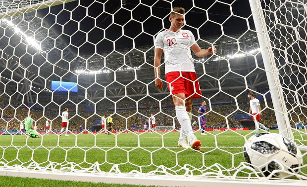 Poland's Lukasz Piszczek reacts after Colombia's Radamel Falcao scored his side' second goal during the group H match between Poland and Colombia at the 2018 soccer World Cup at the Kazan Arena in Kazan, Russia, Sunday, June 24, 2018. (AP Photo/Frank Augstein) SLOWA KLUCZOWE: WC2018COL;WC2018POL