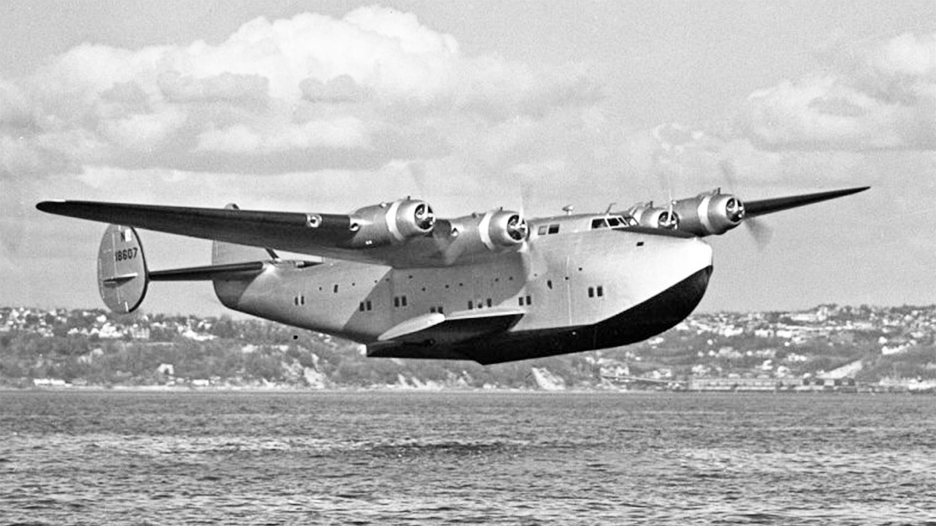 Boeing 314 Clipper, którym Ewa Curie jako reporterka doleciała do Afryki, gdzie pełniła funkcję korespondenta wojennego (fot. Wikimedia Commons)