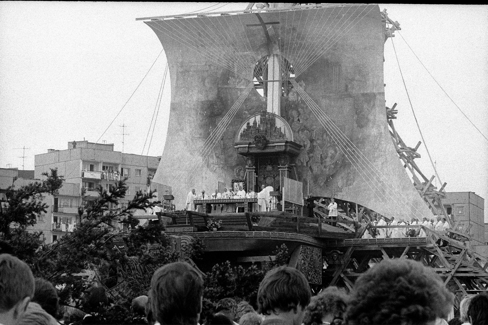 w12.06.1987 Gdansk , Zaspa , msza swieta podczas pielgrzymki papieza Jana Pawla II .Fot. Piotr Wojcik / Agencja Gazeta