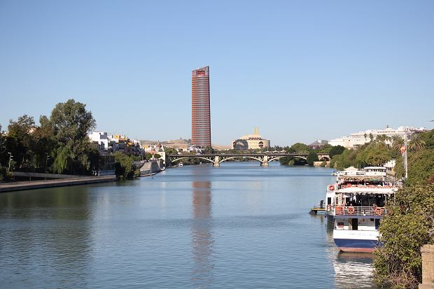 Biurowiec w Sewilli, krytykowany przez mieszkańców
