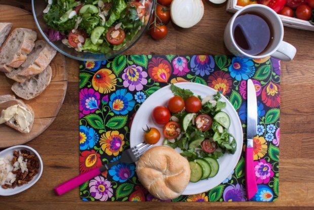 Motywy folkowe na stole